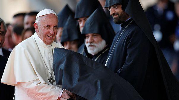 """Le Pape François dénonce le """"génocide"""" des arméniens, lors de sa visite à Erevan"""