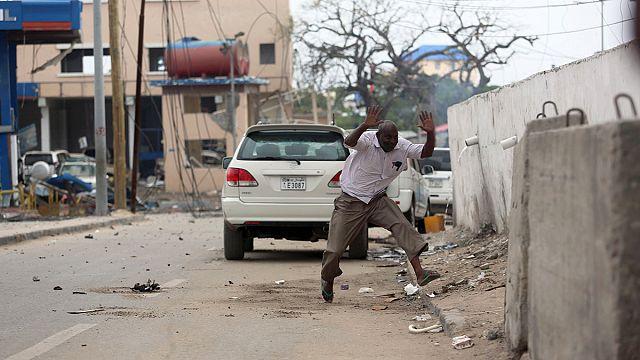"""قتلى و جرحى بهجوم لحركة """"الشباب"""" على فندق في العاصمة مقديشو"""