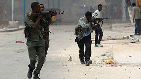 Somalia: attacco in un albergo a Mogadiscio, molti morti e feriti