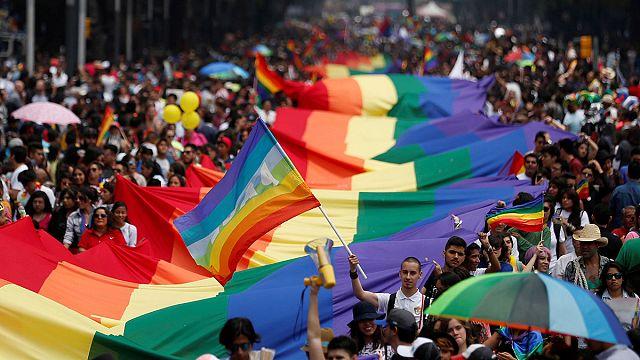 Meksika: LGBT etkinliğinde binlerce kişi toplandı