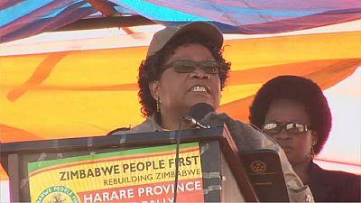 Zimbabwe : Joice Mujuru accuse le pouvoir de calomnie lors de son premier meeting