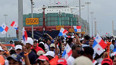 Un buque chino de 300 metros de eslora inaugura la ampliación del Canal de Panamá
