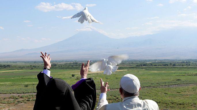 Véget ért Ferenc pápa örményországi látogatása