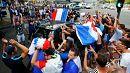 Fußballfans feiern in Lyon den Sieg der Franzosen