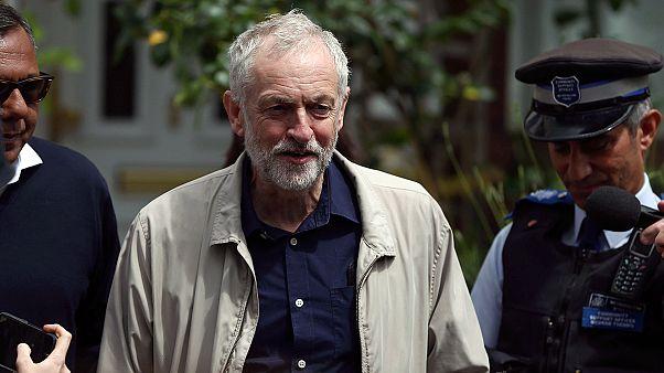 İngiltere'de anamuhalefet liderinin koltuğu sallantıda