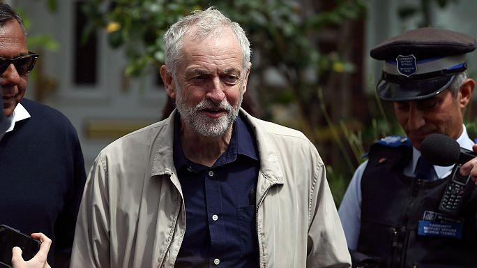 BREXIT-Jeremy Corbyn aguanta la revuelta interna y dice que no dimitirá