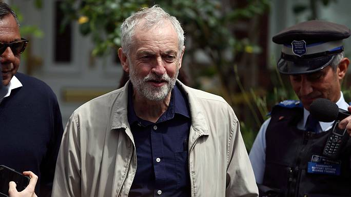 Revolte gegen Labour-Parteichef: Corbyn lehnt Rücktritt ab