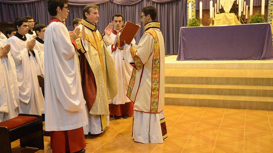 Image: Priest Carlos Urrutigoity celebrates Mass
