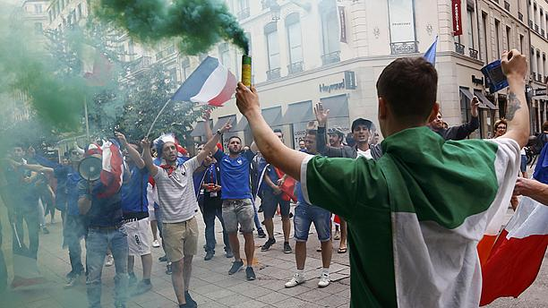 360° video: A day with Irish football fans in France