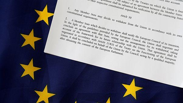 Brexit: Articolo 50, Londra temporeggia