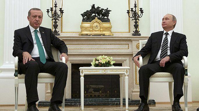 Erdoğan düşürülen Rus uçağıyla ilgili Putin'e üzüntülerini bildirdi