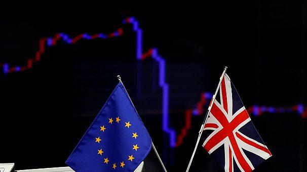 """""""Брексит"""" на биржах, день второй: распродажи продолжаются"""