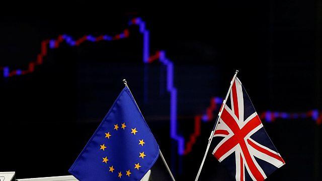 Tart a Brexit-pánik a piacokon