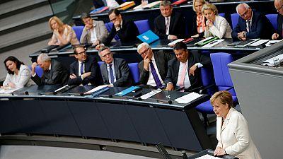 """Merkel al Bundestag: """"Il Regno Unito non può mantenere solo i privilegi dell'Ue"""""""