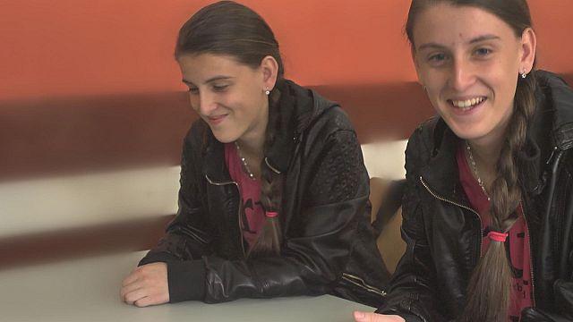 Ученые ЕС спорят об обучении близнецов: вместе или врозь?