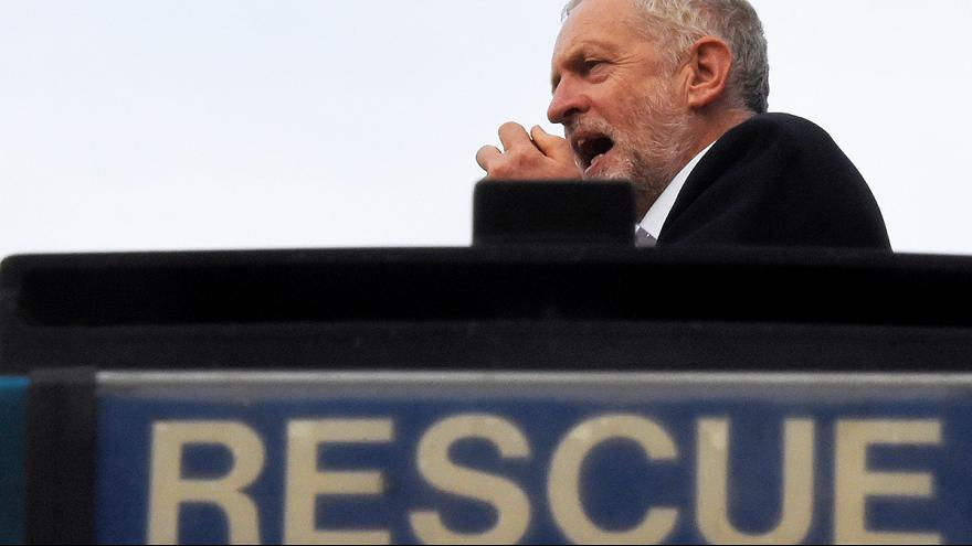 حزب العمال البريطاني يسحب الثقة من زعيمه جيرمي كوربن