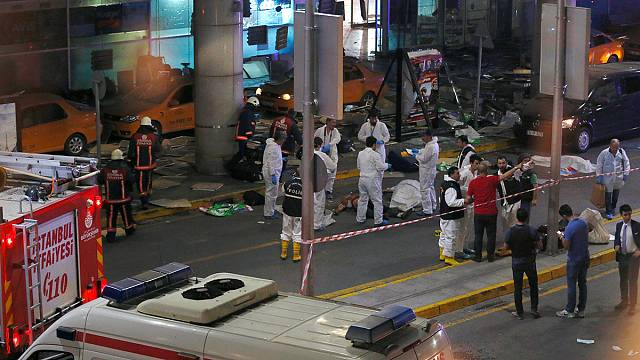 Анкара считает, что теракты в аэропорту Стамбула совершили боевики ИГ