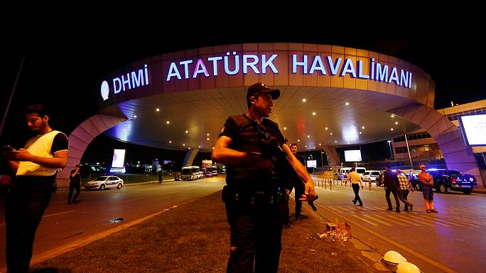 ارتفاع حصيلة التفجيرات في مطار أتاتورك باسطنبول إلى 41 قتيلا من بينهم 13 أجنبيا