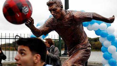 Messi statue unveiled in Argentina
