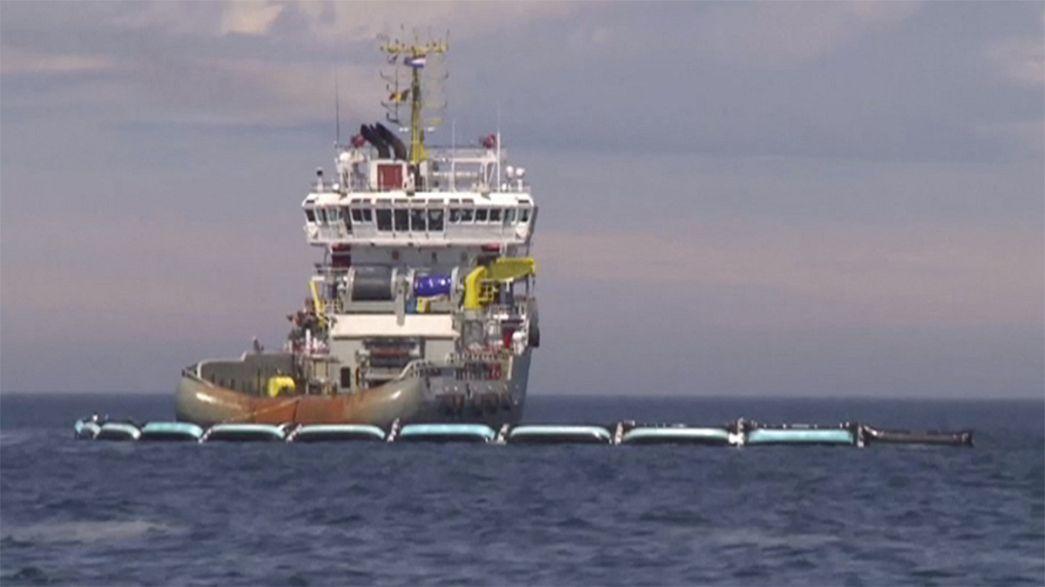 Riesenköcher für Plastikmüll in der Nordsee