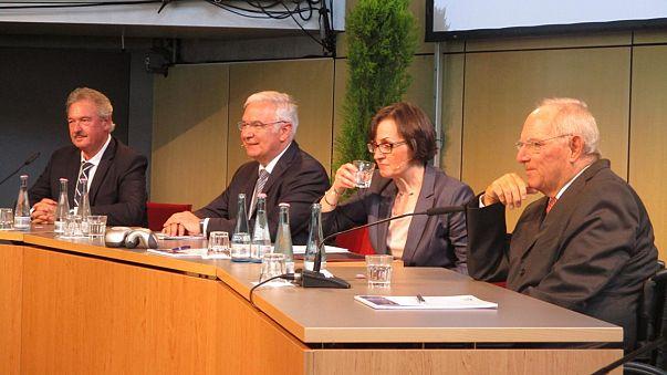 """Schäuble will, dass Europa Probleme löst - """"IN isch IN und OUT isch OUT"""""""