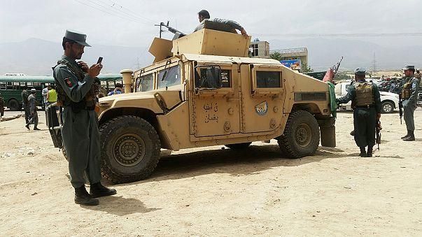 Afganistan'da bombalı terör saldırısında 30 polis öldürüldü