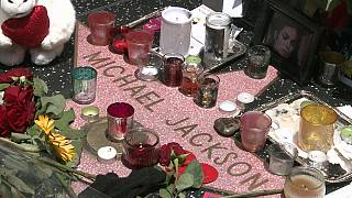 Hollywood: The star of Michael Jackson draped with flowers, 5 years after his death