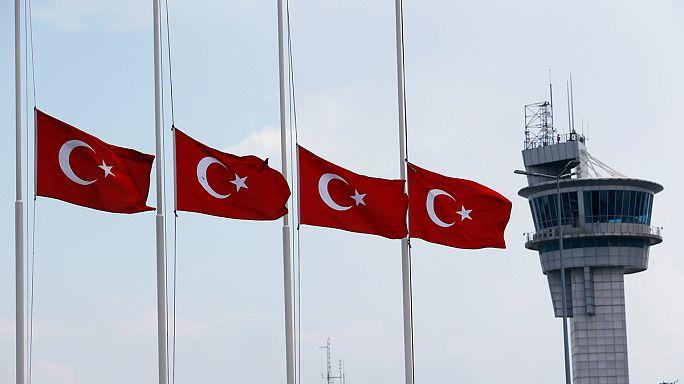 """Turquia diz à União Europeia para não """"distinguir"""" entre grupos terroristas"""