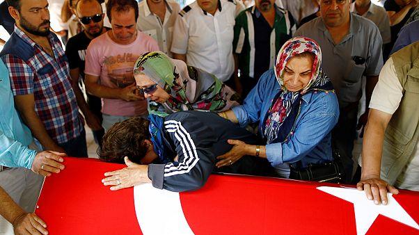 Homenajes a las víctimas de Estambul y acusaciones contra el Gobierno