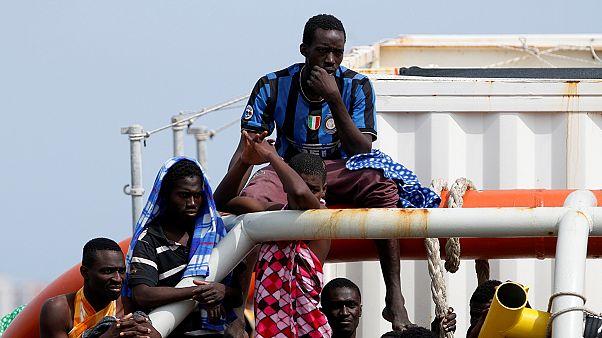 انقاذ أكثر من مائة مهاجر قرب السواحل الايطالية