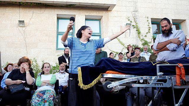 مقتل مُستوطِنةٍ مراهقةٍ طعناً داخل منزلها، والحراس يقتلون المهاجم الفلسطيني