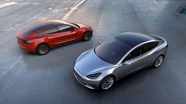 ΗΠΑ: Έρευνα σε 25.000 αυτοκίνητα της Tesla με αυτόματο σύστημα