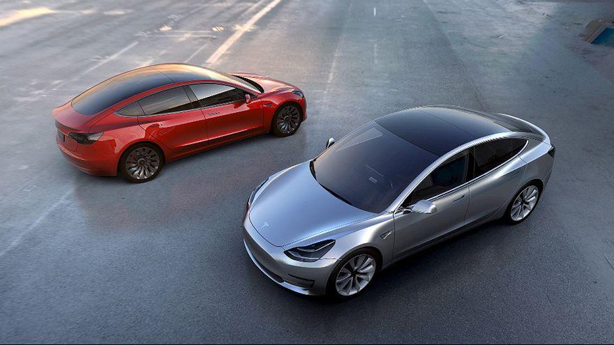 USA: inchiesta su 25.000 auto Tesla, dopo incidente con pilota automatico