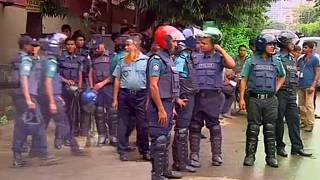 Las fuerzas de seguridad de Bangladesh inician el asalto contra la toma de rehenes de una cafetería