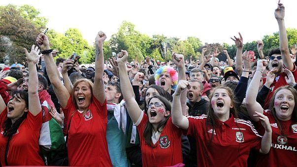 Euro 2016: tifosi Galles fanno festa a Lilla e Cradiff impazzisce di gioia