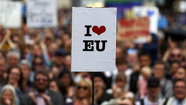 Brexit: Milhares de pessoas manifestam-se em Londres contra o resultado do referendo