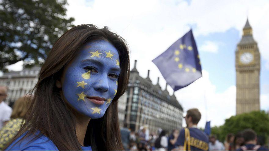 Des milliers de Britanniques déclarent leur amour à l'Union européenne