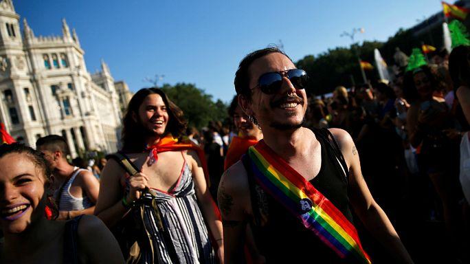 İspanya ve Fransa'da renkli Onur Yürüyüşleri