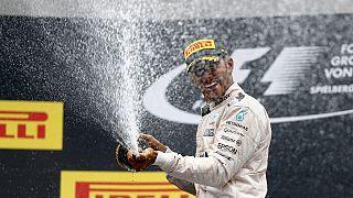 Accrochage avec Rosberg et victoire pour Hamilton
