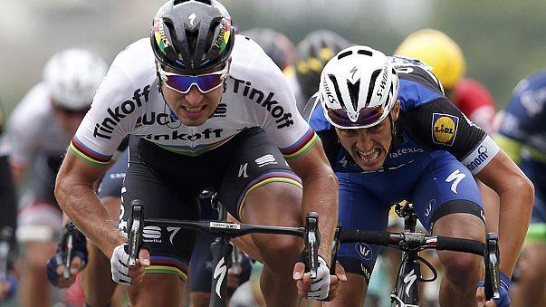 Peter Sagan vence en la seguna etapa del Tour y se viste de amarillo