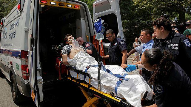 Central Park'ta görünmez kaza: Havai fişeğe basıp yaralandı