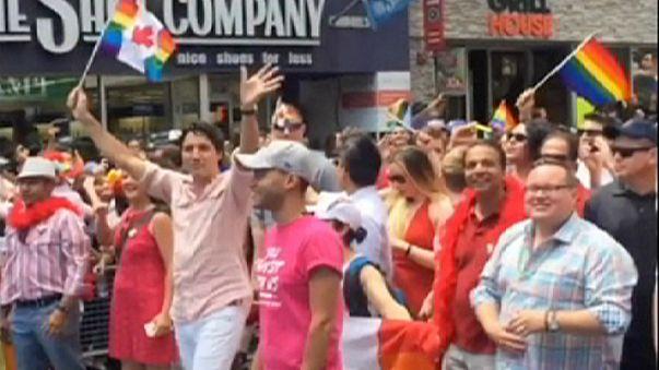 Kanada Başbakanı Trudeau LGBT yürüyüşüne katıldı