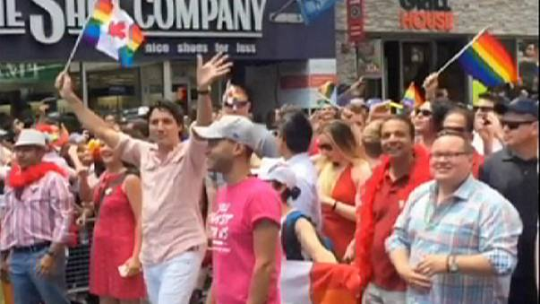 Canada, il premier Trudeau al gay pride