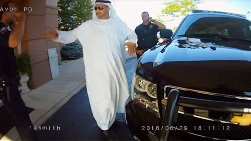 """Abou Dhabi conseille aux Emiratis de ne plus porter la """"Gandoura"""" en Occident"""