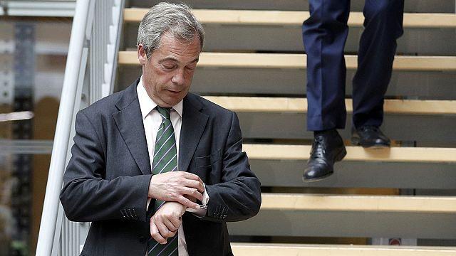 Brexit hayata geçemeden öksüz kaldı: UKIP lideri Farage siyaseti bıraktı