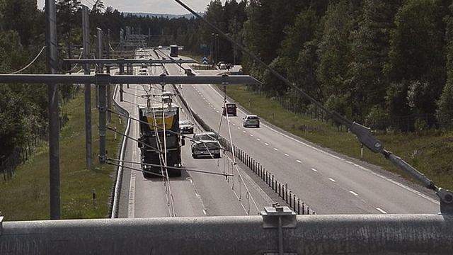 Suède : des camions qui fonctionnent comme des trams