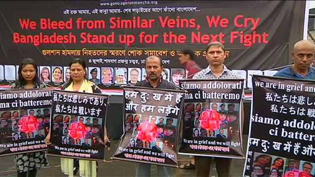 Bangladeş halkı teröre karşı birlik oldu