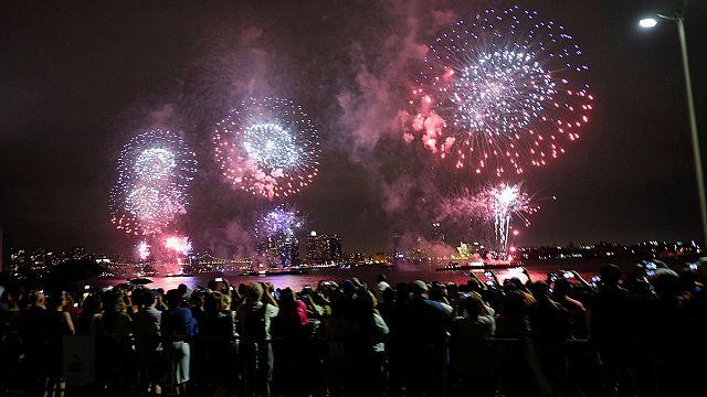 Július 4-e: tűzijáték és készültség