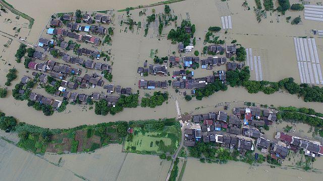 ثلاثة وتسعون قتيلا على الأقل في فيضانات تضرب الصين