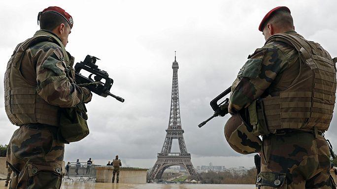 """Парижские теракты: власти не допустили """"крупных просчетов"""", но """"оказались не на высоте"""""""